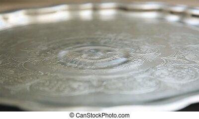 1920, lent, métal, eau, tomber, gouttes, plateau, mouvement, hd