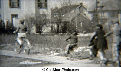 1938: Gang of kids rolling down the - Original vintage 8mm...