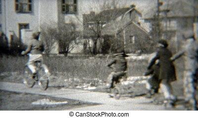 1938: Gang of kids rolling down the - Original vintage 8mm...