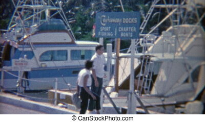 1952: Sports fishing docks waiting