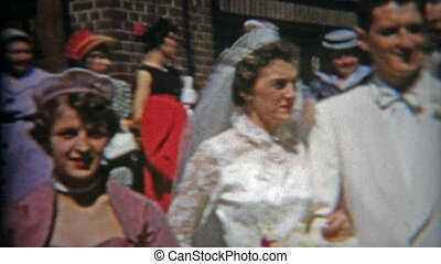 1953: Wedding pictures with folks l - Original vintage 8mm...