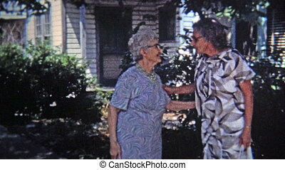 1971: Old women childhood friends
