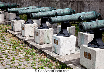 19th century Field Guns - 8 lb Field Guns casted in Italy in...