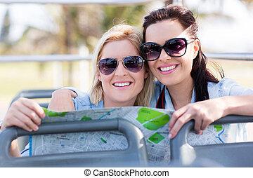 2人の友人たち, 旅行, 上に, 旅行 バス