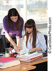 2人の女性たち, 仕事, 中に, オフィス