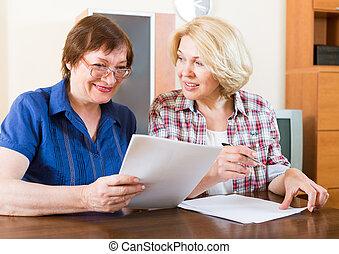 2人の女性たち, 論じる, 仕事, 問題