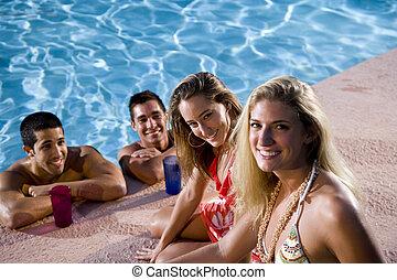 2組のカップル, ぶらぶらする, プール, 水泳