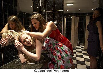 2 γυναίκα , έχει , ένα , μάχη , μέσα , τουαλέτα