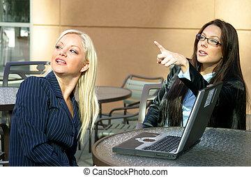 2, ビジネスの女性たち