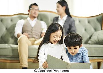 2, 一緒に, 本, アジア人, 読書, 子供
