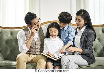 2, 一緒に, 本, 親, アジア人, 読書, 子供