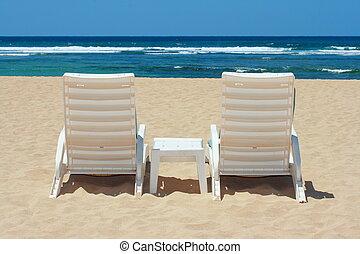 2, 太陽, 浜の 椅子, 上に, 浜の 砂, 近くに, 海洋