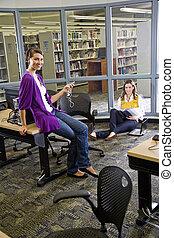 2, 女性, 大学, 生徒, 勉強, 中に, 図書館