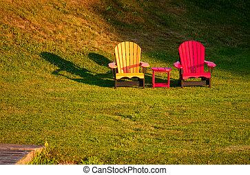 2, 明るく, ペイントされた, 椅子, 上に, a, 芝生