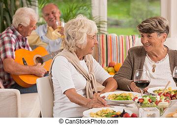 2, 話し, シニア, ワイン, 飲むこと, 女性