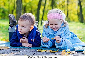 2, 어린 아이들, 몸을 나른하게 하는, 에서, a, 공원