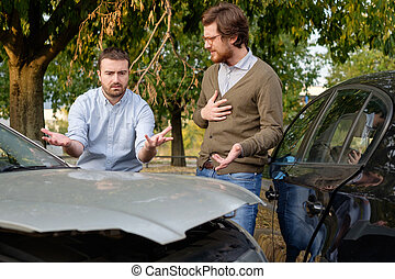 2 bábu, megvitat, után, egy, autóbaleset, az úton