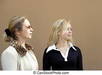 2 Blond women