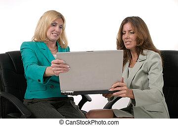 2, femmes, sur, ordinateur portable, 8