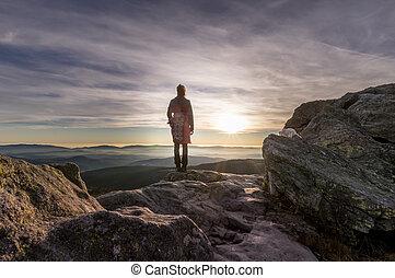 2, góra, kobieta, zachód słońca
