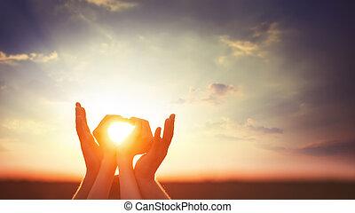 2 kezezés, képben látható, sunsut.