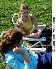 2 lány, a parkban
