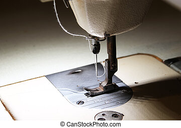 2 Presser foot, needle and thread of the sewing machine