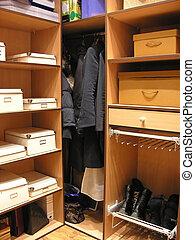 2, stanza, abbigliamento