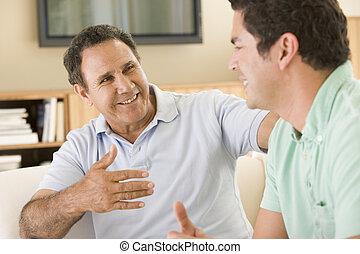 2 voják, do, obývací pokoj celodenní, mluvící, a, usmívaní