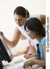2 women, alatt, computer hely, hol, egy, van, elősegít, a,...