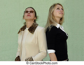 2 women looking up - Blond women looking up