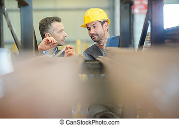2 workers talking in the warehouse