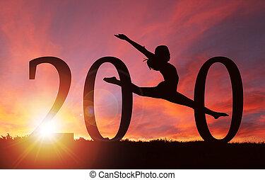 2020, jahreswechsel, silhouette, von, m�dchen, tanzen, an, goldenes, sonnenaufgang