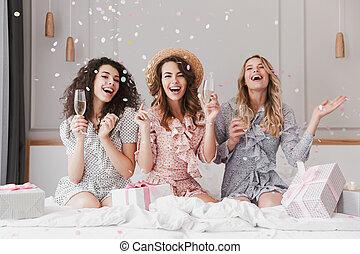 20s, 紙ふぶき, アパート, シャワー, 肖像画, bridal, シャンペン, 優雅, 落ちる, 興奮させられた, 服, 女性, 祝う, 美しい, 身に着けていること
