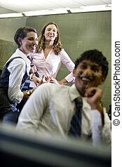 3, 団体学生, ぶらぶらする, 中に, 教室
