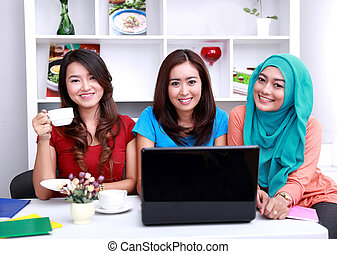 3, 団体学生, 微笑, そして, 勉強, 一緒に