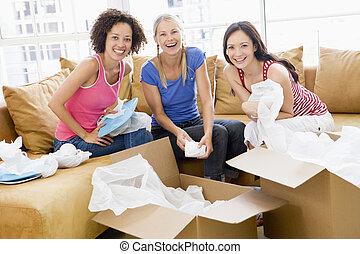 3, 箱, 新しい 家, ガールフレンド, 微笑, 荷を解くこと