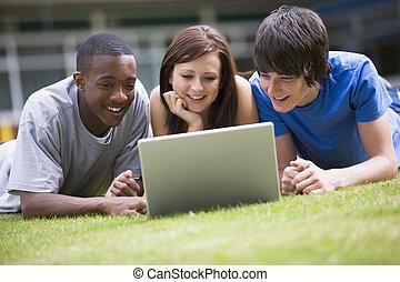3, 학생, 있는 것, 옥외, 통하고 있는, 잔디, 와, 휴대용 퍼스널 컴퓨터