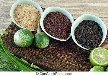 3 bowls of raw rice