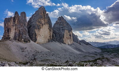 3 cime di Lavaredo time lapse at dusk in Dolomites -...
