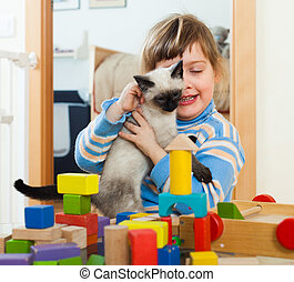 3 years child with kitten