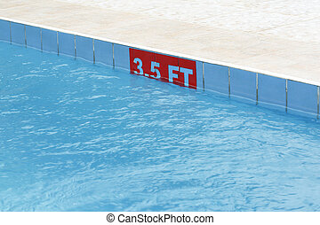 3,5 ft sign at a swimming pool in the sun