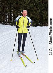 3º edad, esquiar campo través, durante, el, invierno