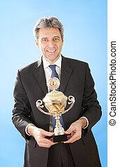 3º edad, hombres de negocios, tenencia, un, trofeo