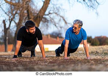 3º edad, padre e hijo, hacer, pushups, aire libre