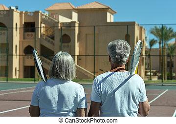 3º edad, pista de tenis, pareja
