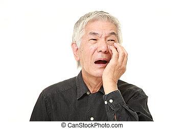 3º edad, sufre, japonés, dolor de muelas, hombre
