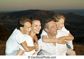 4人家族, 人々