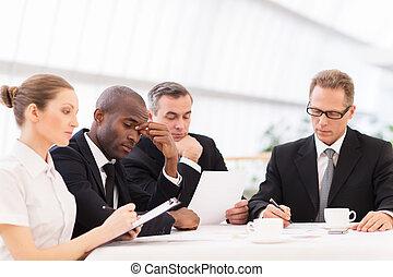 4, ビジネス, 疲れた, 人々。, 人々, formalwear, 見る, 間, 一緒に, テーブル, モデル