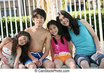 4 아이들, 옆의 웅덩이